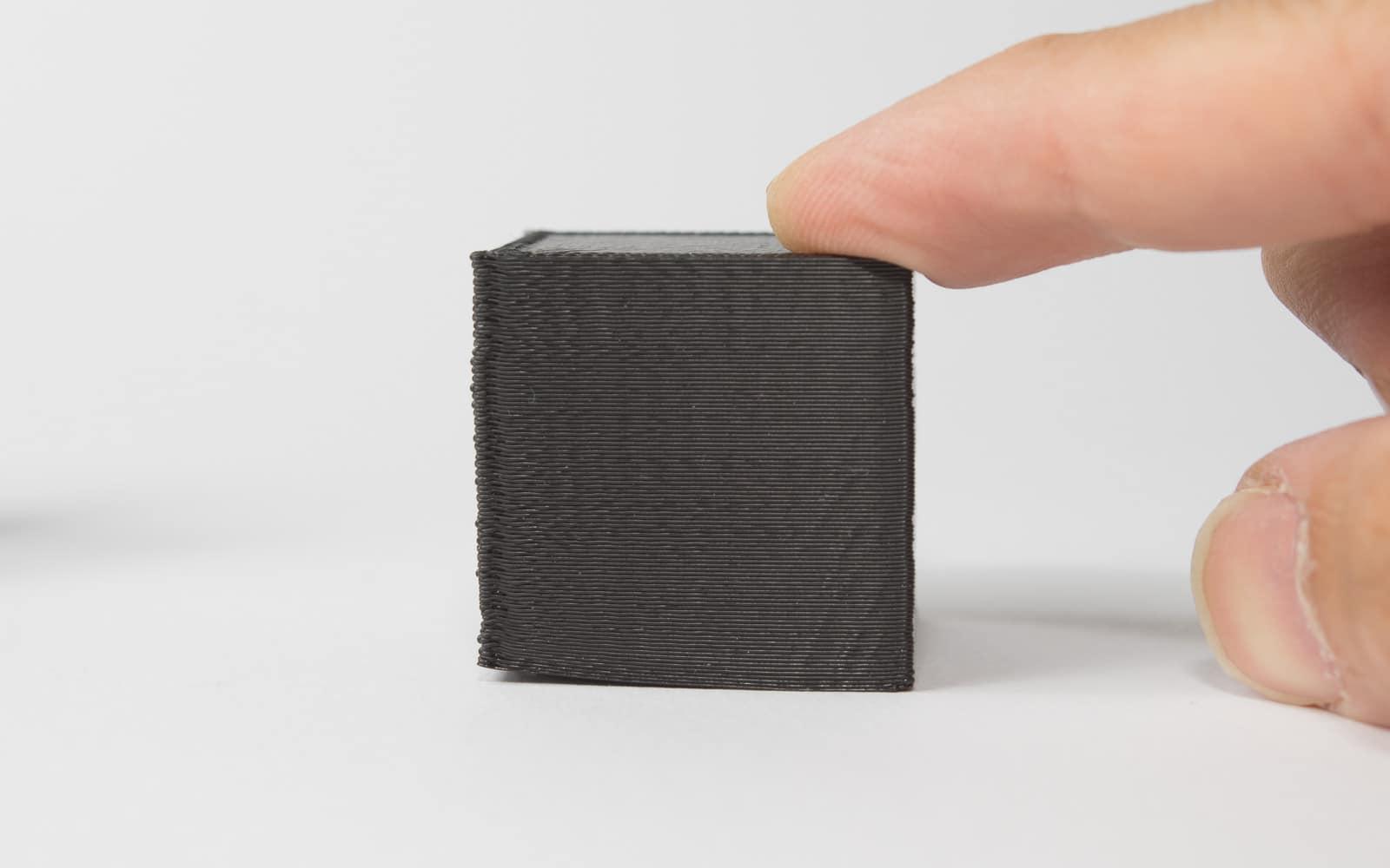 تاب یک قطعه ABS مشکی پرینت شده در ضخامت لایه 200 میکرون