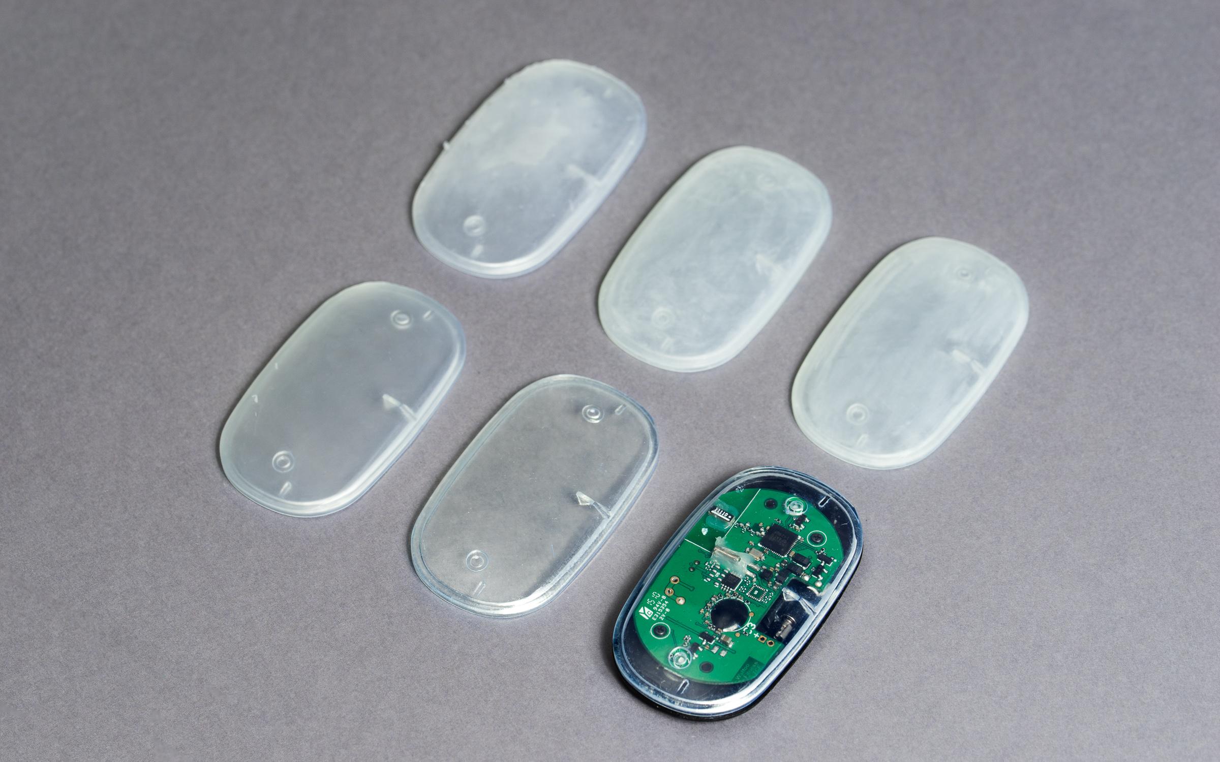قاب یک دستگاه الکترونیکی تولید شده با دستگاه های پرینتر سه بعدی SLA، قاب رویی قطعه با روش های مختلفی پرداخت و پولیش شده است.