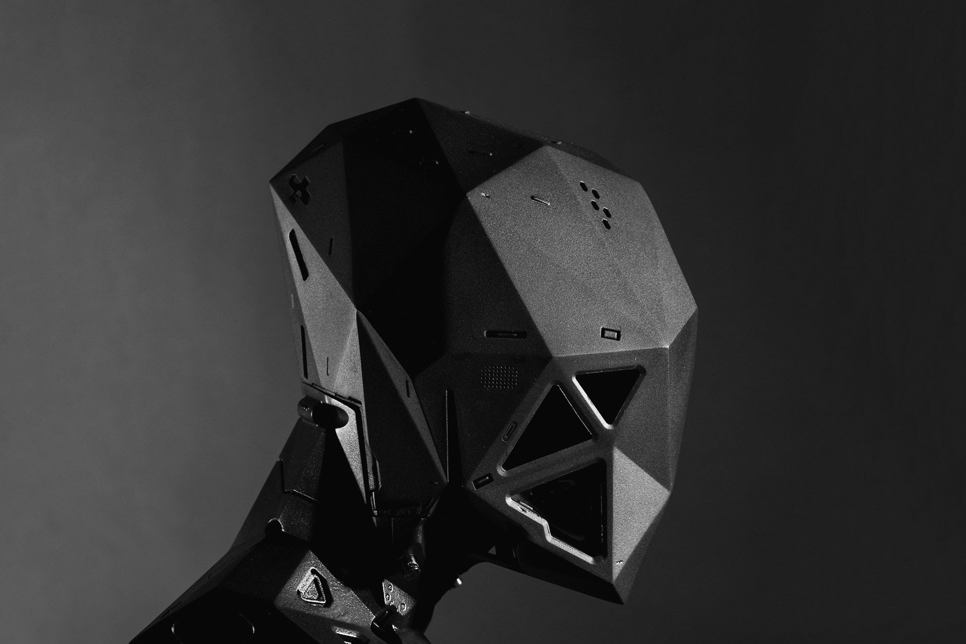 مدل یک سایبورگ ساخته شده با پرینتر سه بعدی متریال جت و رنگ آمیزی شده پس از ساخت