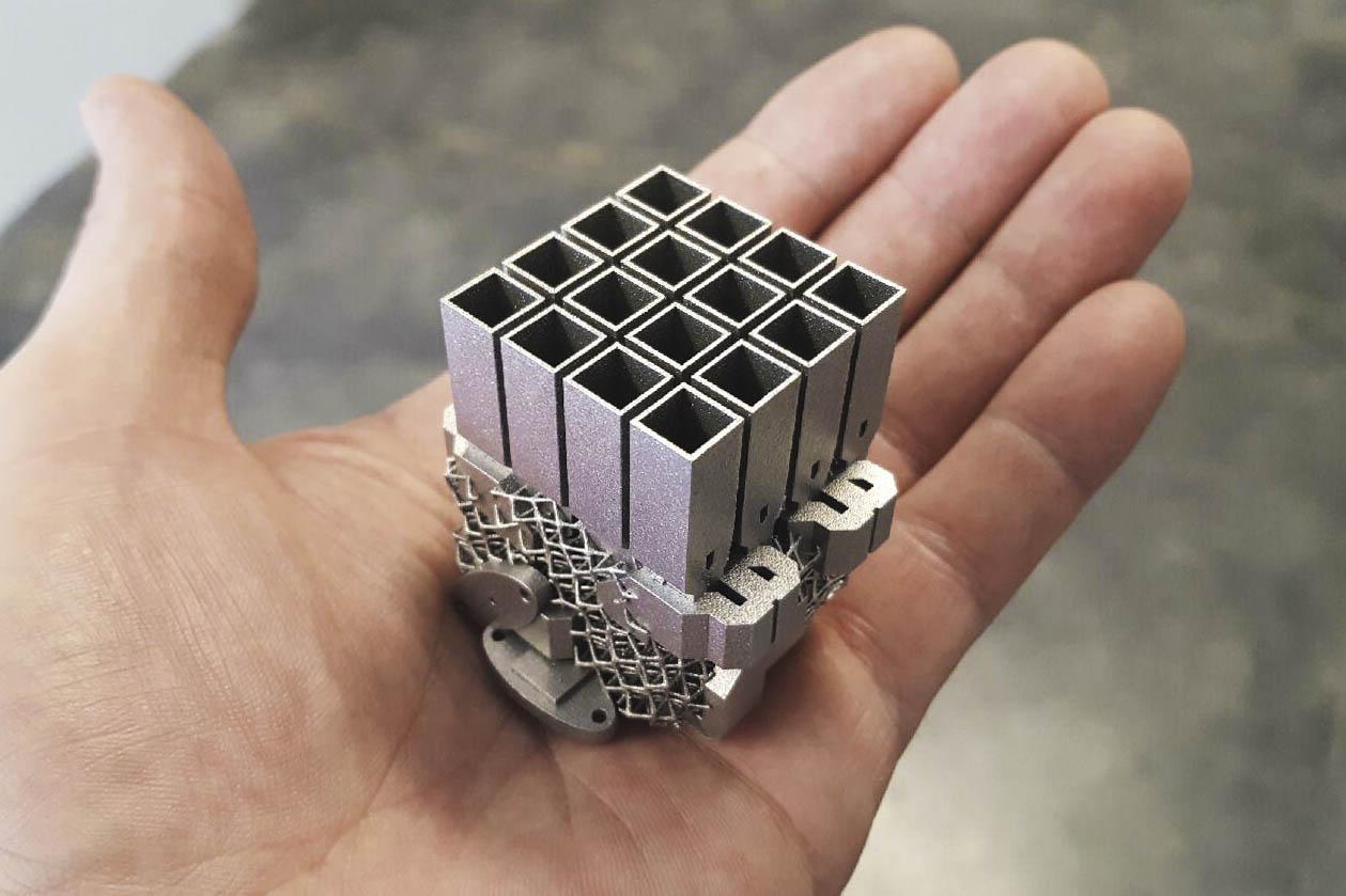 نمونه آنتن ماهواره ساخته شده با پرینتر سه بعدی فلز.