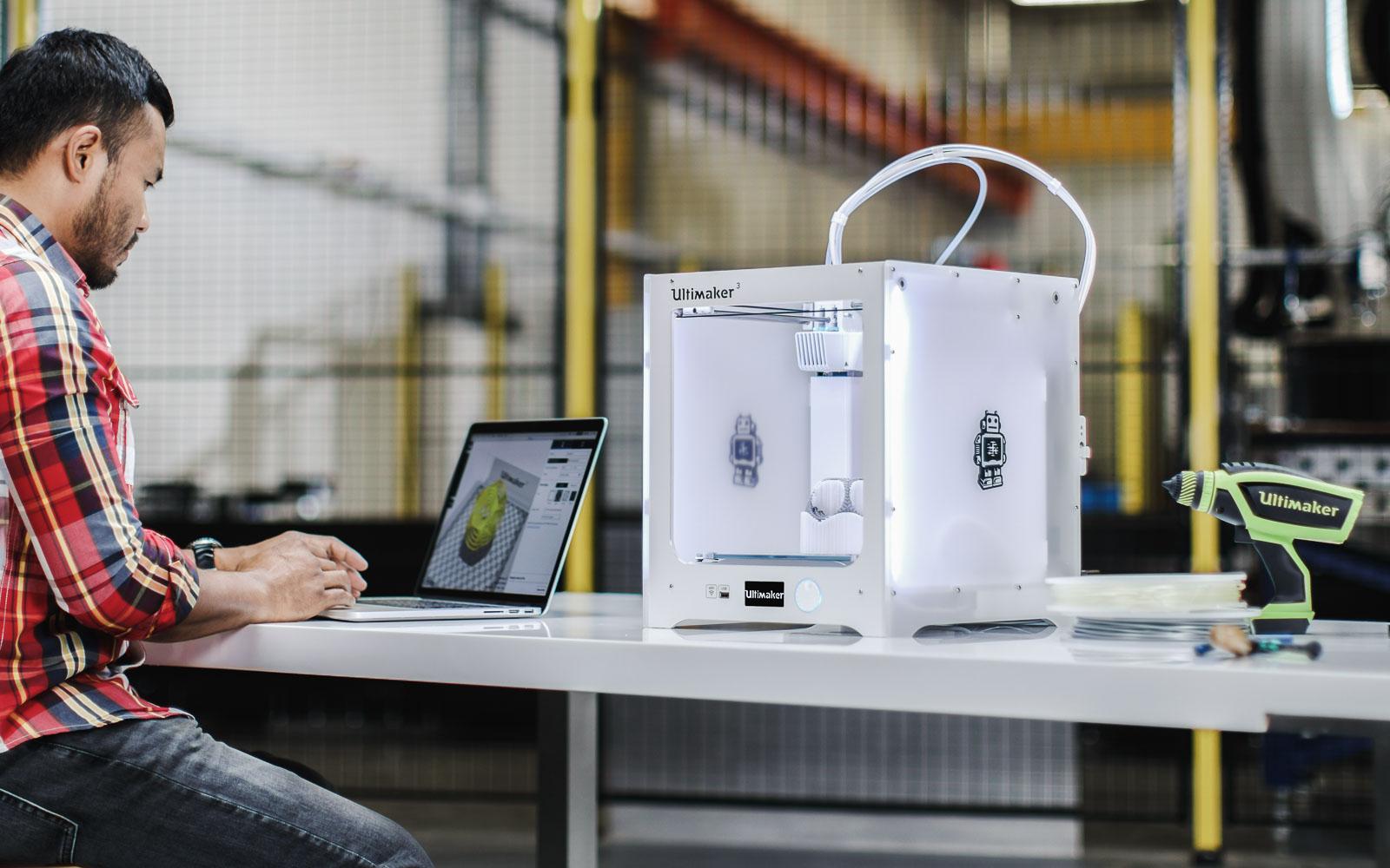 پرینتر سه بعدی FDM رومیزی ، مناسب برای نمونه سازی سریع، به صرفه و بدون دردسر ( پرینتر سه بعدی Ultimaker)
