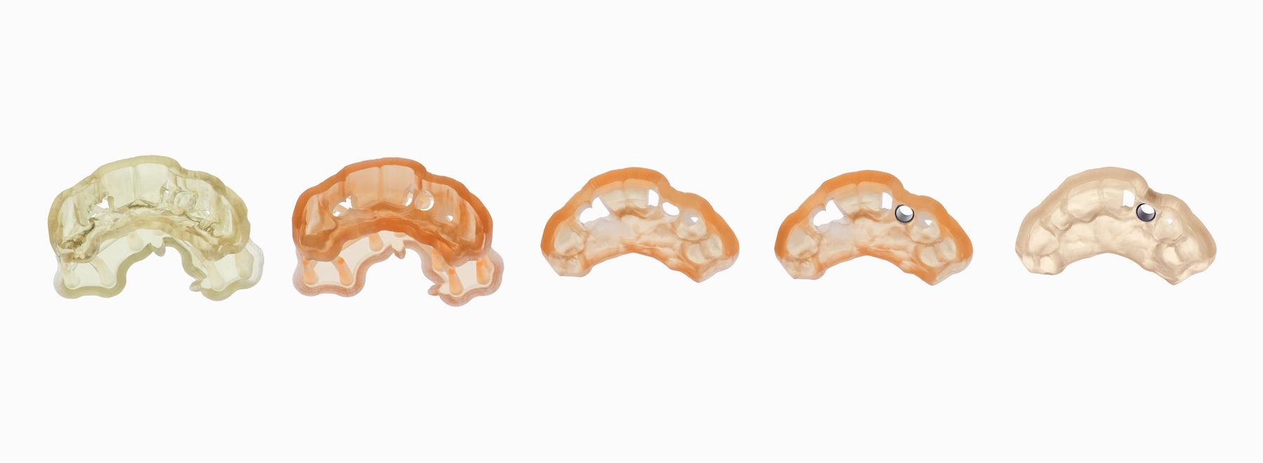 سرجیکال گاید یا راهنمای جراحی دندانپزشکی پرینت شده با SLA و رزین پزشکی.