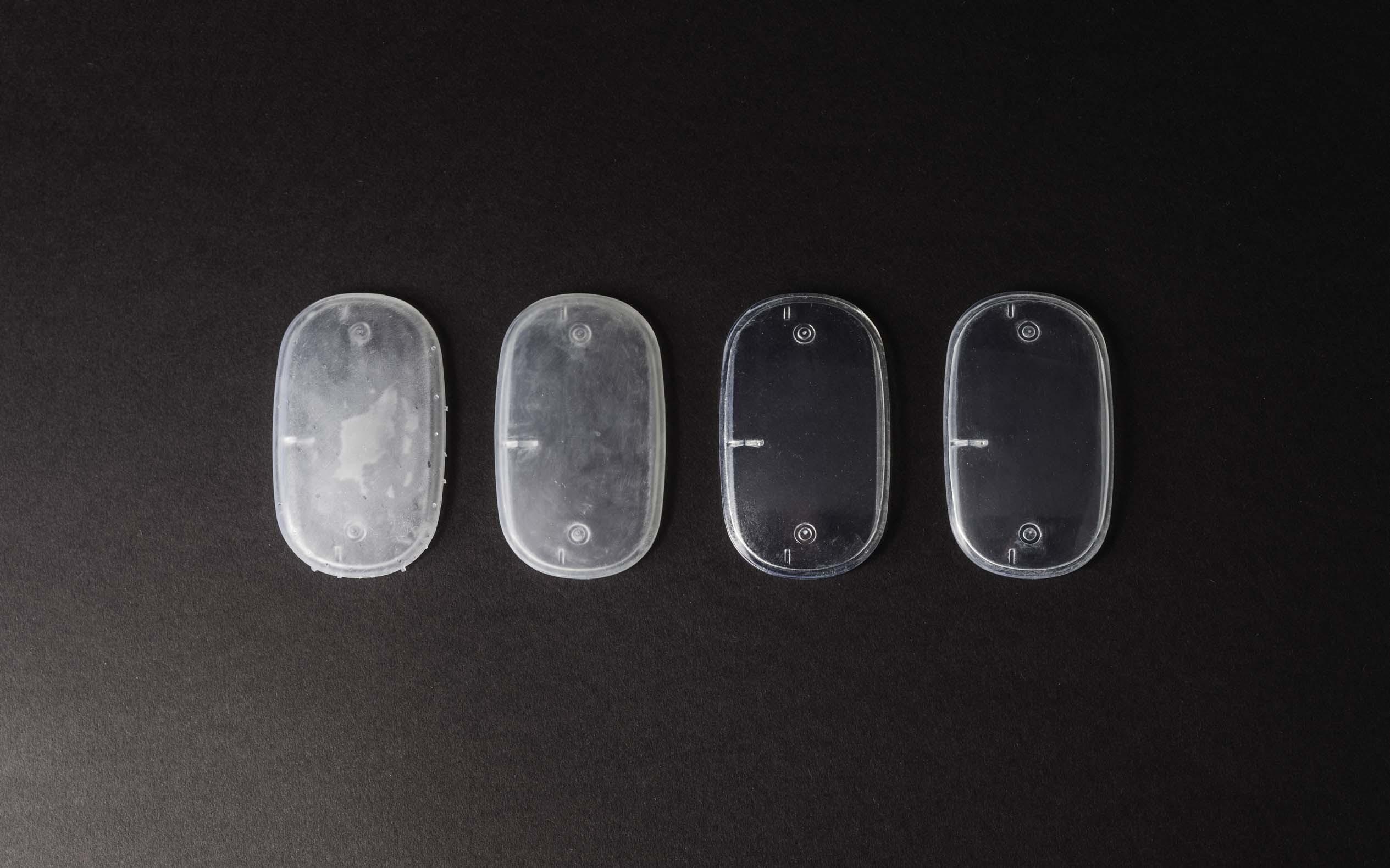 یک محفظه پرینت سه بعدی شده با رزین شفاف SLA در مراحل مختلف پست پروسس.