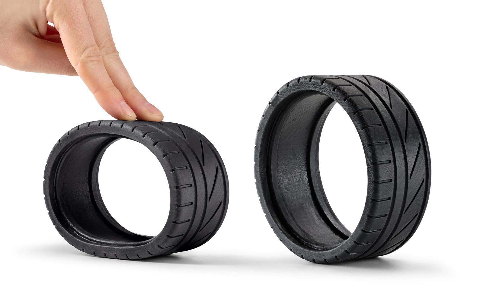 نمونه تایر خودرو، ساخته شده با پرینتر سه بعدی SLA و رزین انعطاف پذیر لاستیکی. تصویر متعلق به Formlabs
