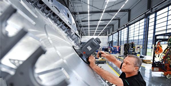 تولید قطعاتی از اتومبیل های پورشه با استفاده از پرینت سه بعدی خودرو