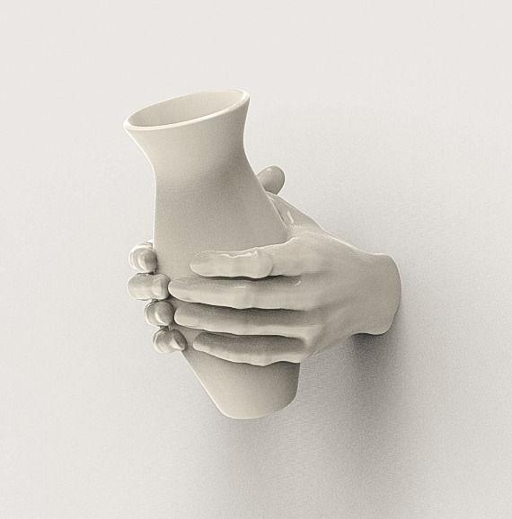 مدل گلدان در دست پرینت سه بعدی شده
