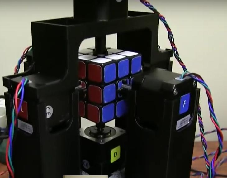 ربات پرینت سه بعدی شده سریع مکعب روبیک