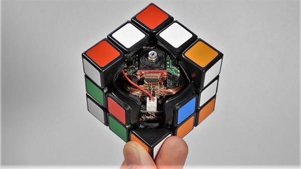 مکعب روبیک پرینت سه بعدی شده با اجزای درونی