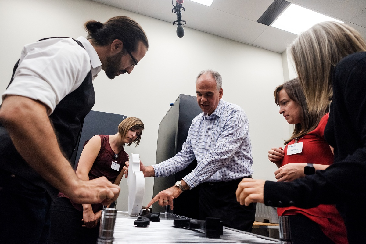 Stafylakis،تکنسین چاپ سه بعدی و سولیست ها در مرکز تکنولوژی صنعتی وینیپگ