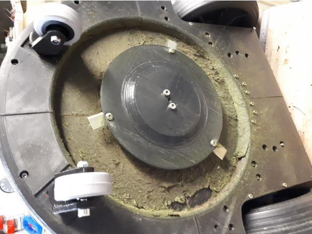 پرینتر سه بعدی و بخشی از ماشین چمن زنی حاصل از 95% مواد پرینت شده
